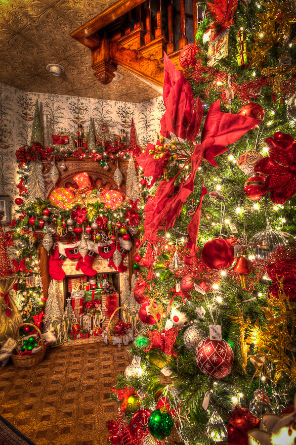 Christmas at the Caswell House – Stair Decorations | Dave Wilson ...