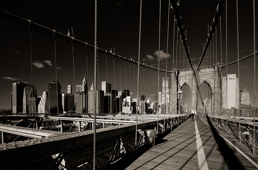 Brooklyn Bridge: Towards the City