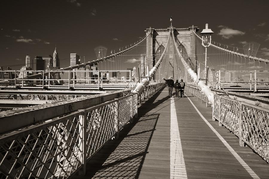 Brooklyn Bridge: Crossing to Manhattan